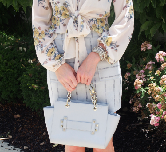 Light gray handbag